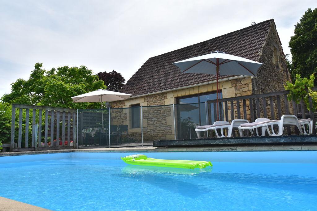 Vakantiehuis met zeer fraai uitzicht, heerlijk terras, privé omheind zwembad - Boerderijvakanties.nl
