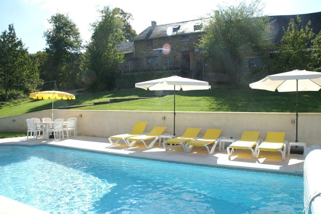 Ruim vakantiehuis in Sussac met een groot zwembad - Boerderijvakanties.nl