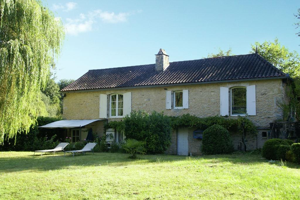 Karakteristiek huis bij Villefranche-du-Périgord (5 km) met rond privézwembad - Boerderijvakanties.nl
