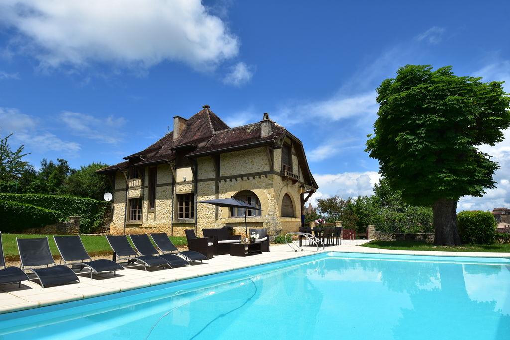 Imposante villa op droomlocatie in Belvès met privézwembad - Boerderijvakanties.nl