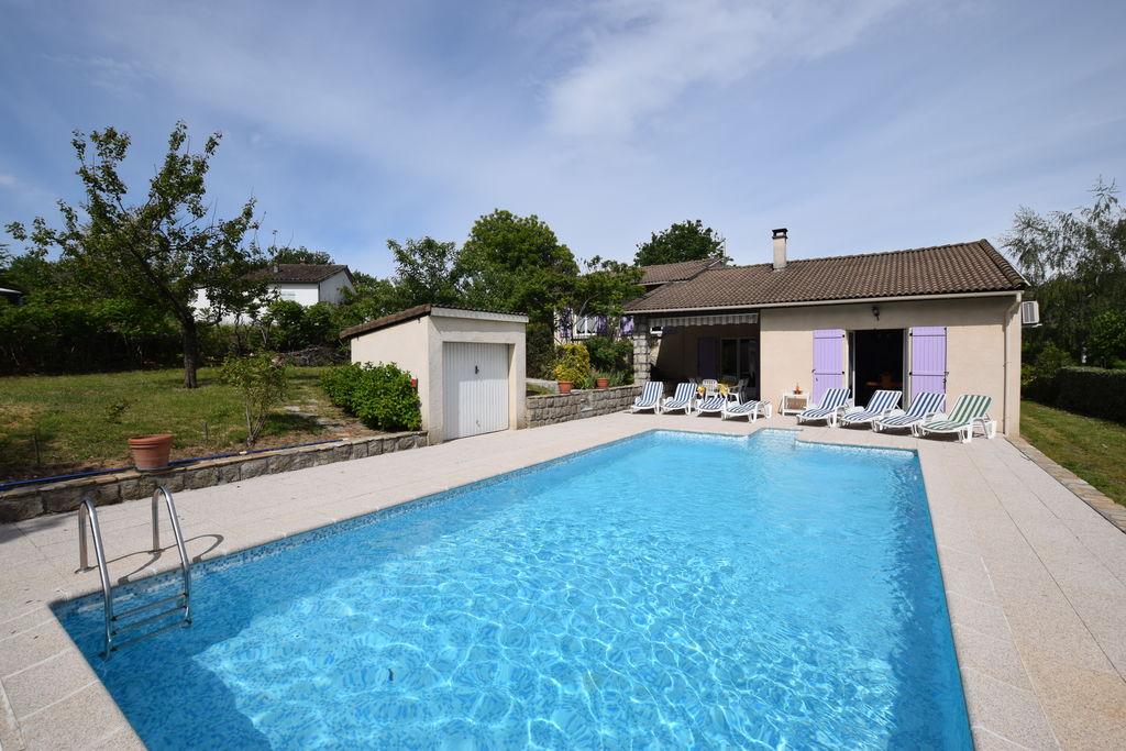 Vrijstaande villa in een klein villawijkje met fruitbomen en privé zwembad - Boerderijvakanties.nl