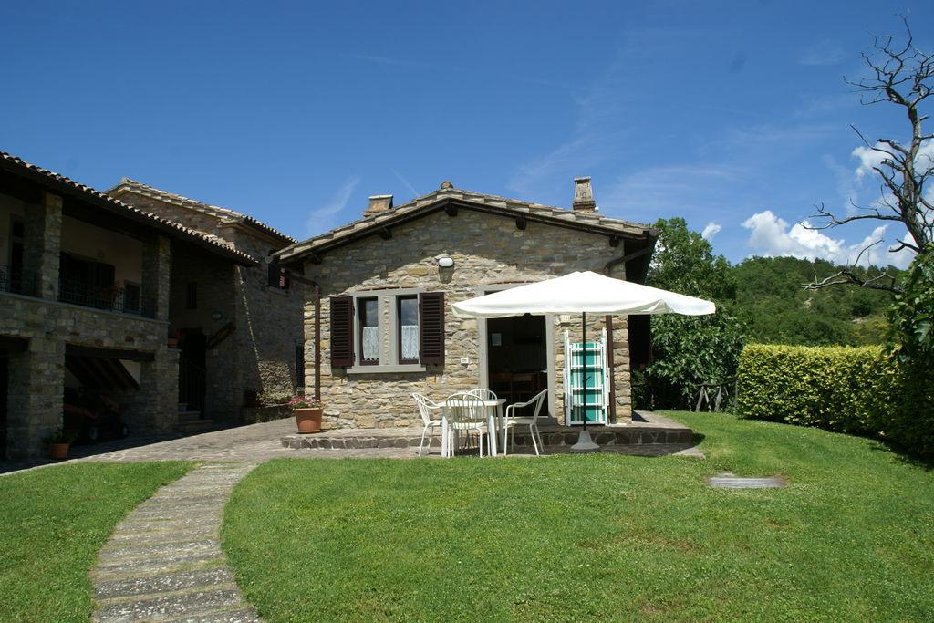 Citta-di-Castello-(pg)- Vakantiewoning met zwembad  met wifi te huur
