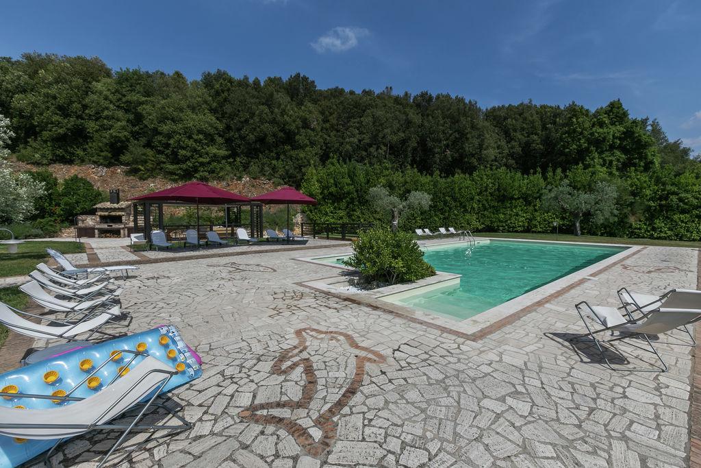 Luxe, modern appartement met zwembad en prachtig uitzicht op 1 uur van Rome - Boerderijvakanties.nl