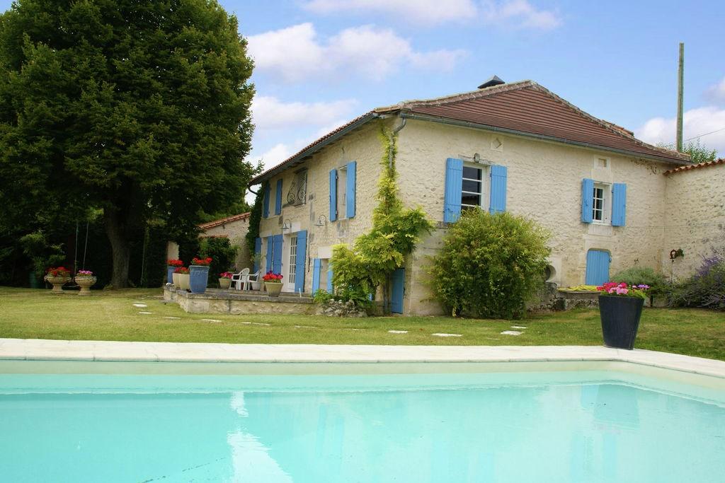Groot huis op landgoed, met zwembad met wildwaterglijbaan bij Lusginac (2 km) - Boerderijvakanties.nl