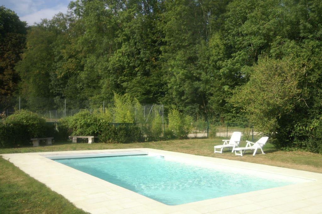 Vakantiehuis met zwembad op landgoed van adellijk kasteel bij Nettancourt - Boerderijvakanties.nl