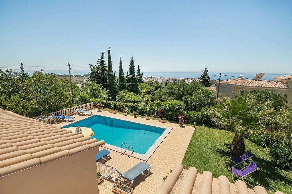 Mooi vakantiehuis in Algarve met privé-zwembad en uitzicht op zee bij Albufeira - Boerderijvakanties.nl