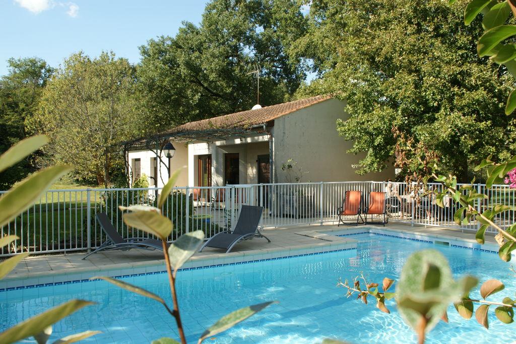 Mooie bungalow aan de rivier met zwembad in Pinsac - Boerderijvakanties.nl
