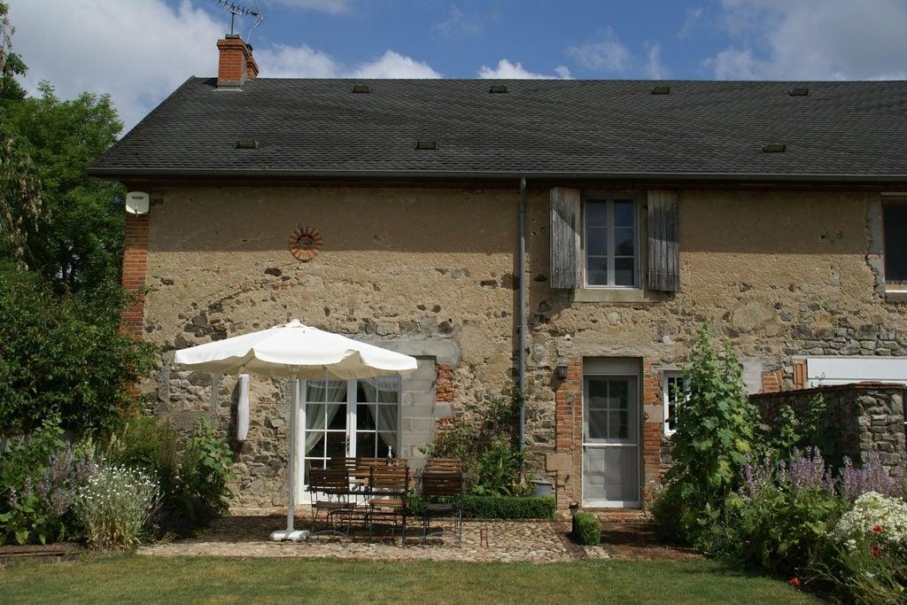 Geschakeld vakantiehuis aan rivier met gezellige tuin in cultuurrijk Frankrijk - Boerderijvakanties.nl