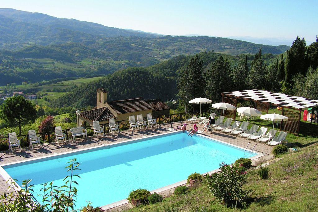 Sfeervol appartementencomplex op wijngaard met zwembad en uitzicht over Toscane - Boerderijvakanties.nl