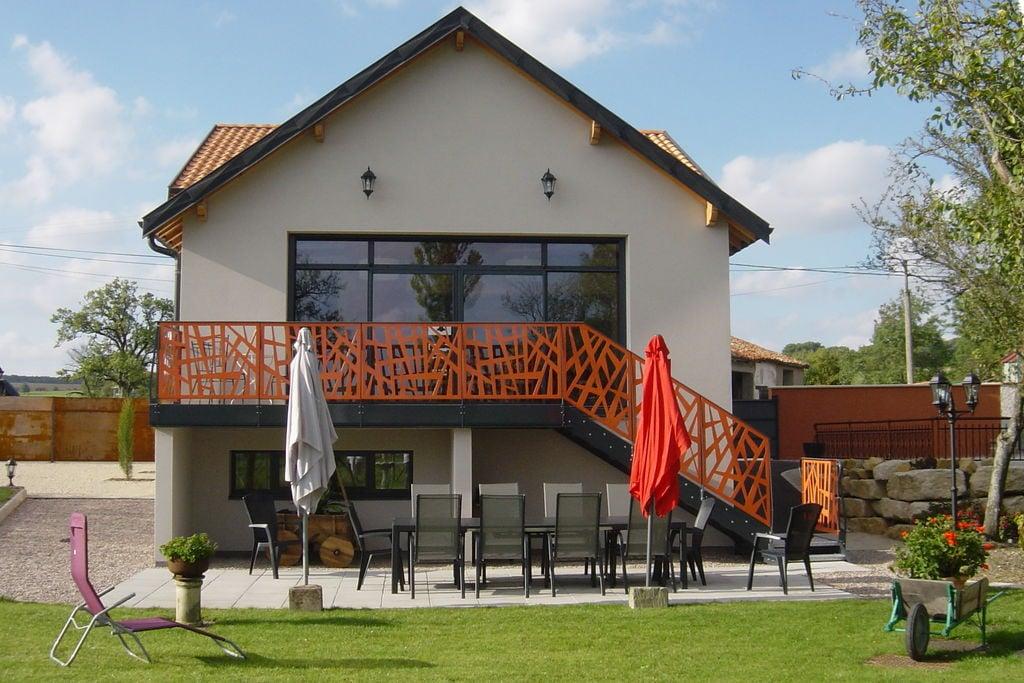 Karakteristiek huis met zwembad en jacuzzi in Gondrecourt-le-Château - Boerderijvakanties.nl