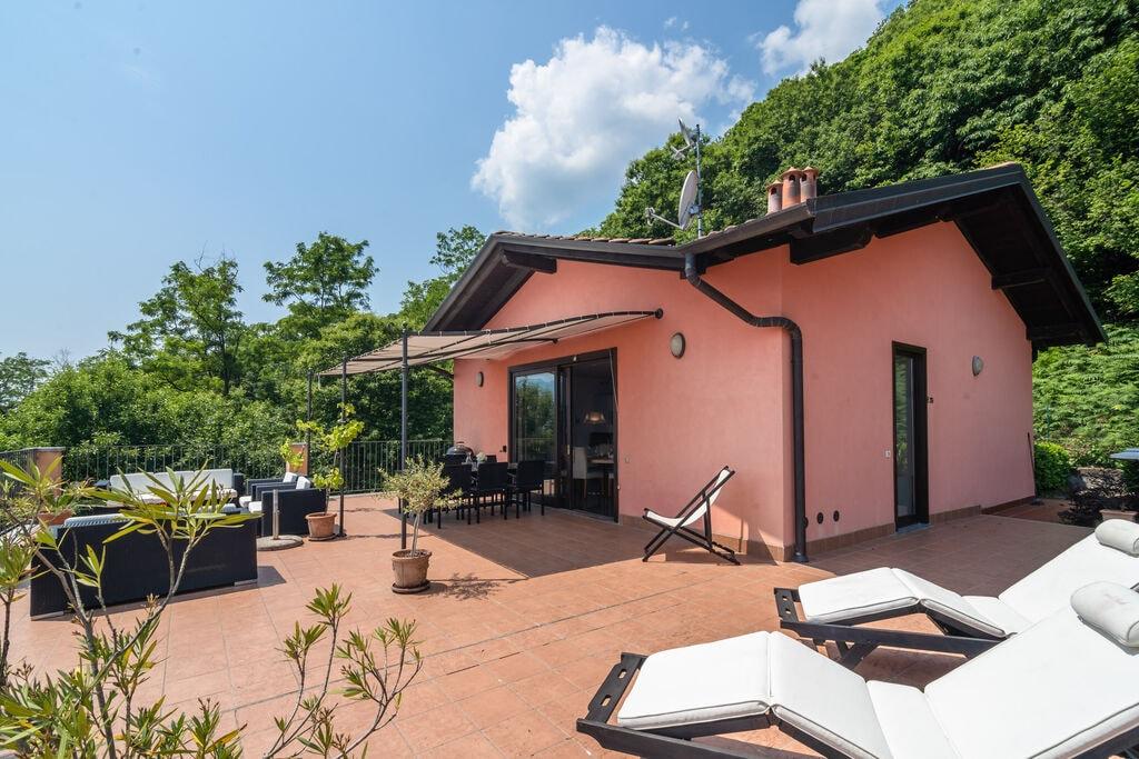 Landelijk appartement nabij Oggebbio met zwembad - Boerderijvakanties.nl