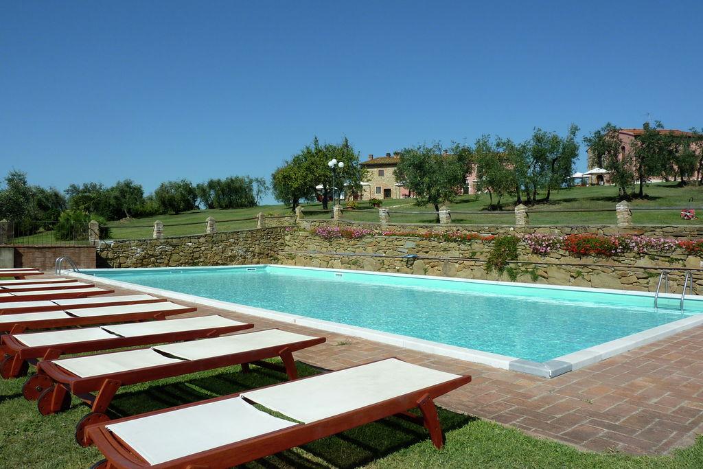 Gezellig vakantiehuis in Capraia e Limite met zwembad - Boerderijvakanties.nl