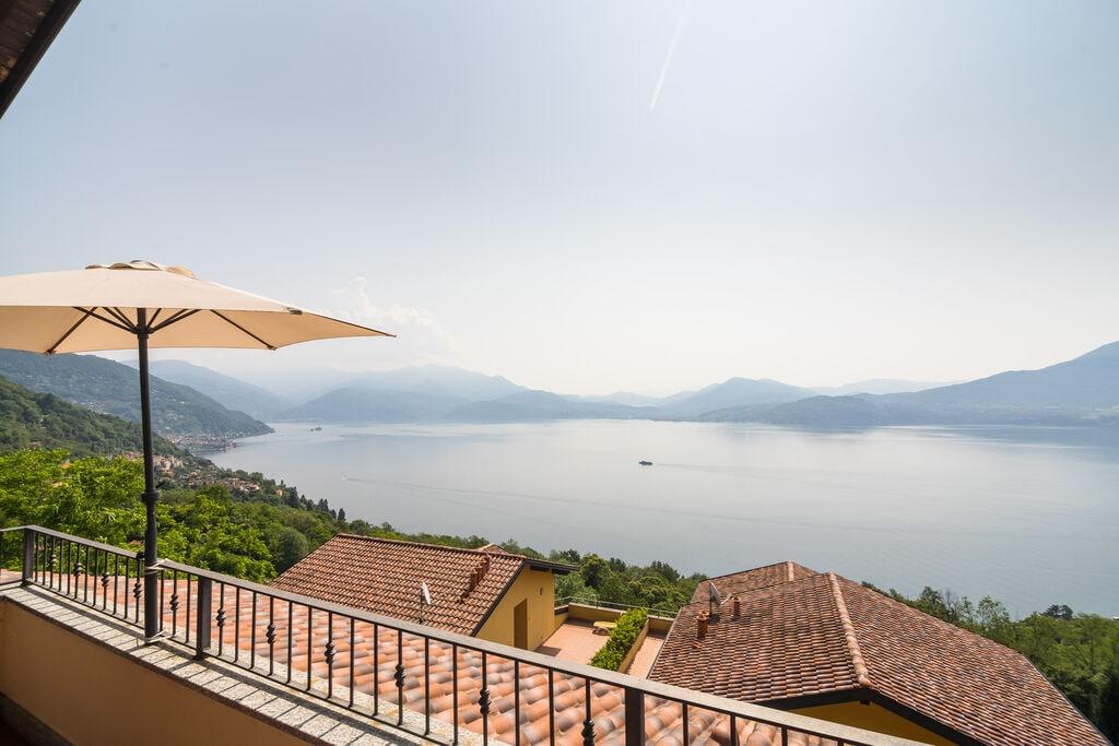 Panoramisch huis op de groene heuvels met uitzicht op het Lago Maggiore - Boerderijvakanties.nl