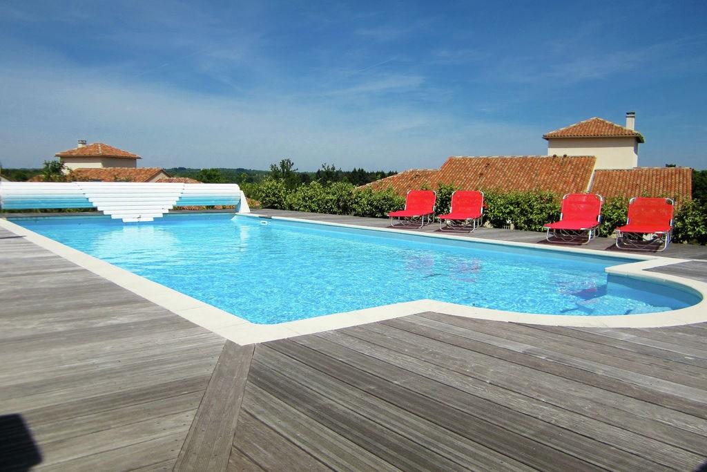 Luxe villa met privézwembad uitkijkend op een uitdagende 18-holes golfbaan - Boerderijvakanties.nl