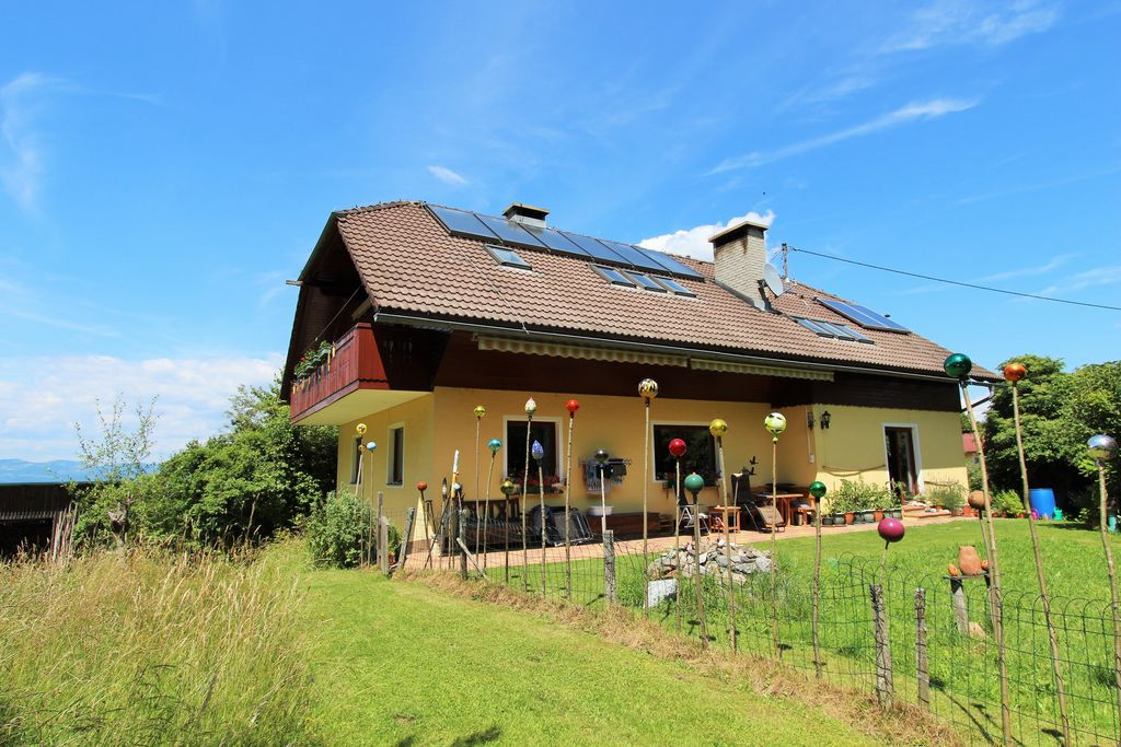 Ruim appartement in Köttmannsdorf met een zonnig balkon - Boerderijvakanties.nl