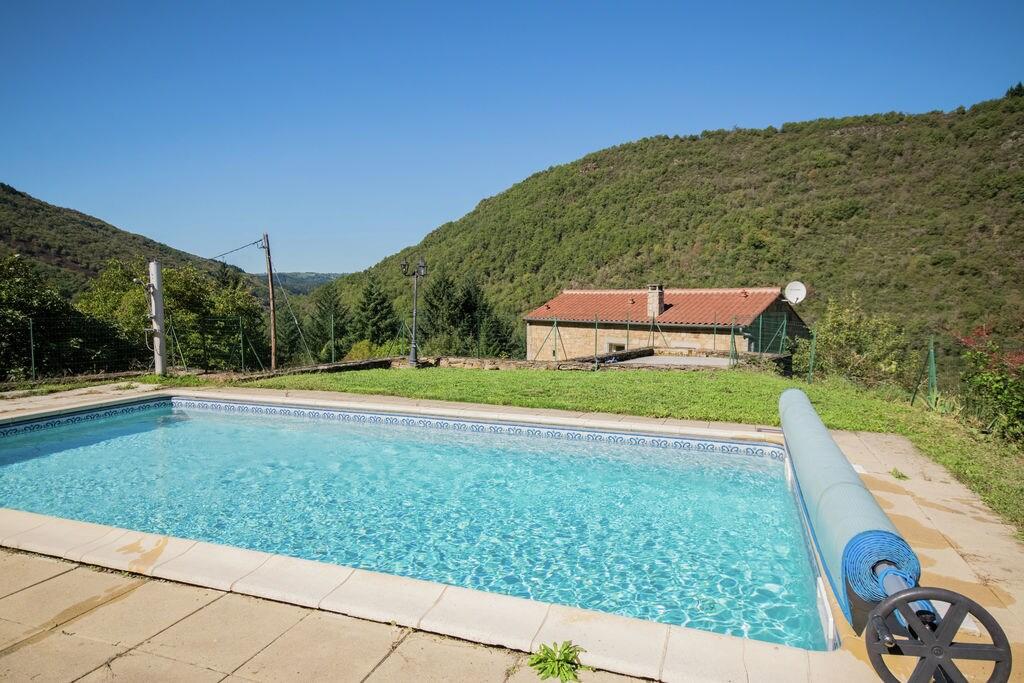 Modern vakantiehuis in Brousse-le-Château nabij een rivier - Boerderijvakanties.nl