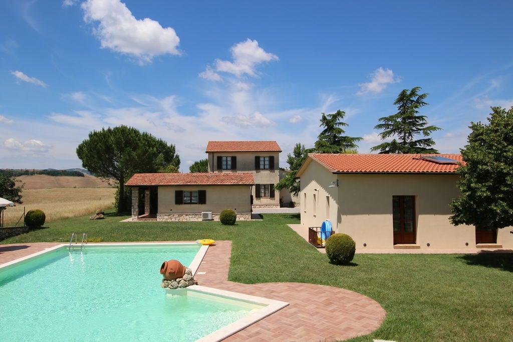 Villa met privé-zwembad op een heuvel in het adembenemende Toscaanse landschap - Boerderijvakanties.nl