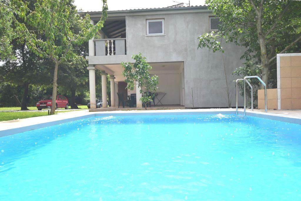 Appartement in vakantiehuis met privézwembad, tuin met grill, airco en wifi - Boerderijvakanties.nl