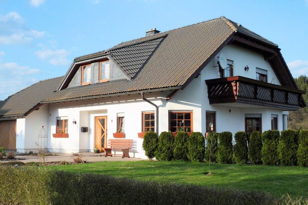 Modern appartement met terras, aparte ingang en een prachtig uitzicht. - Boerderijvakanties.nl