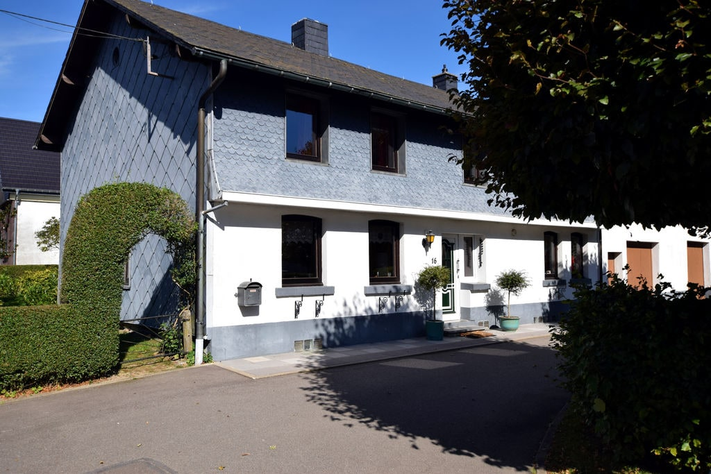 Vakantiewoning huren in Butgenbach -   met wifi  voor 8 personen  Er zijn van die woningen waar de w..