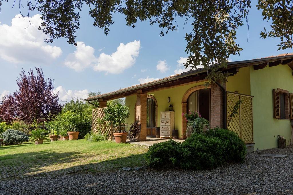Vrijstaand huisje in de heuvels van Arezzo omringd door olijfbomen - Boerderijvakanties.nl