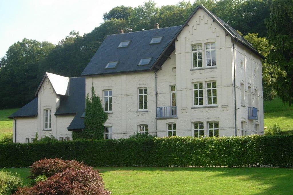 Prachtig herenhuis geschikt voor een aangenaam verblijf in de regio van Chimay - Boerderijvakanties.nl