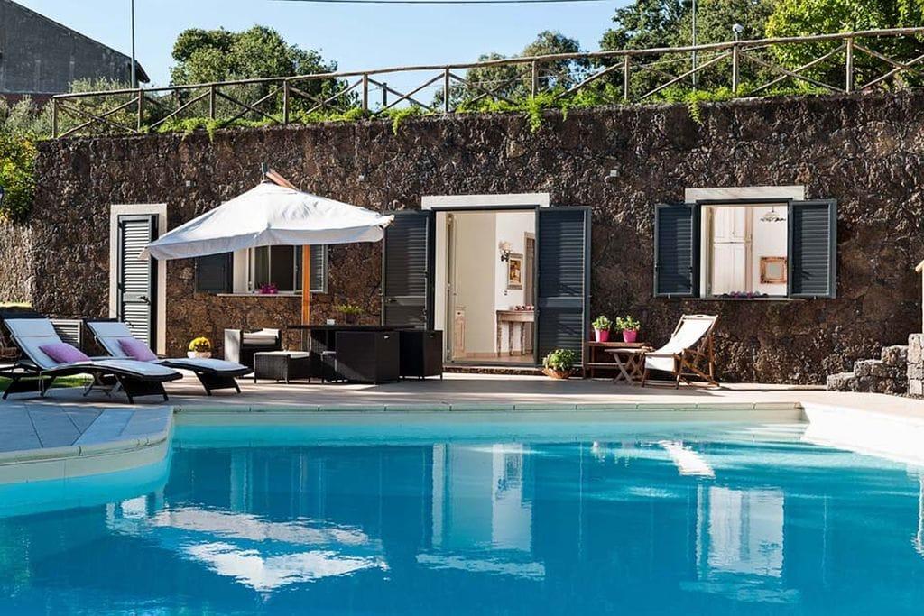 Authentieke villa op de helling van de Etna met veel comfort - Boerderijvakanties.nl