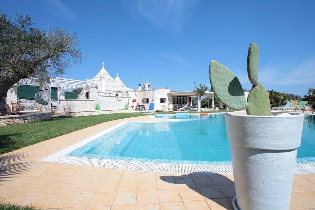 Castellana-Grotte- Villa met zwembad  met wifi te huur