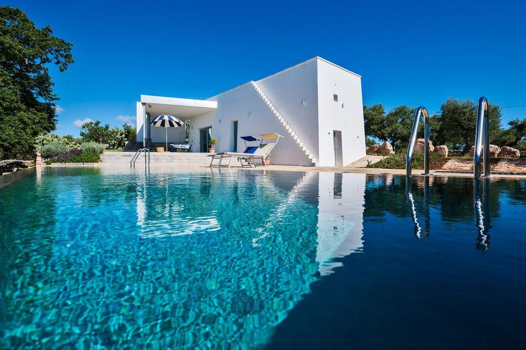 Cisternino- Villa met zwembad  met wifi te huur
