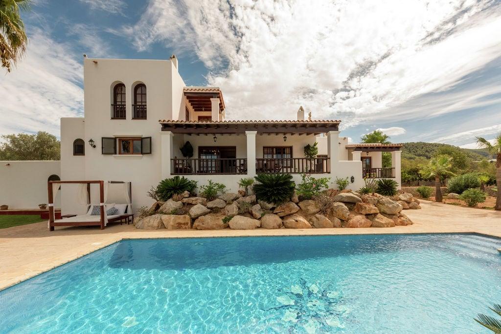 Luxe landhuis met privézwembad in Cala Tarida, Spanje - Boerderijvakanties.nl