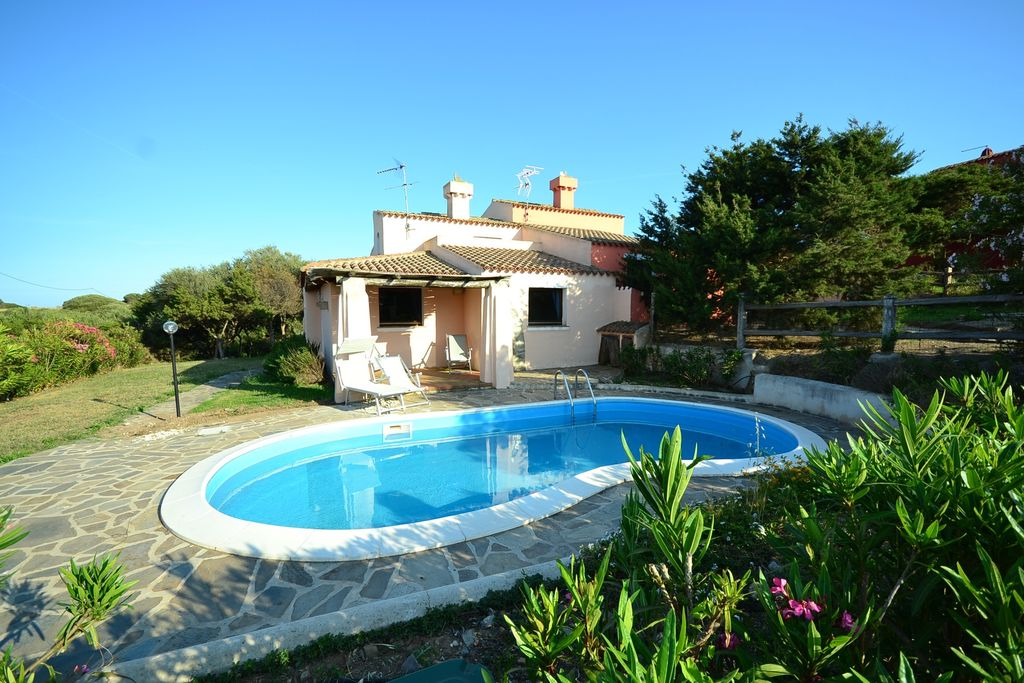 Stintino- Villa met zwembad  met wifi te huur