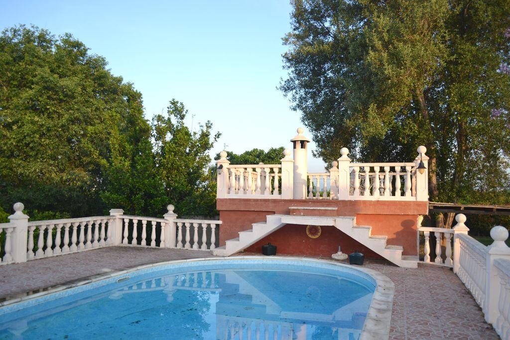 Villa huren in Valencia - met zwembad nabij Strand  met zwembad voor 11 personen  Deze ruime vakantiewoning met priv..