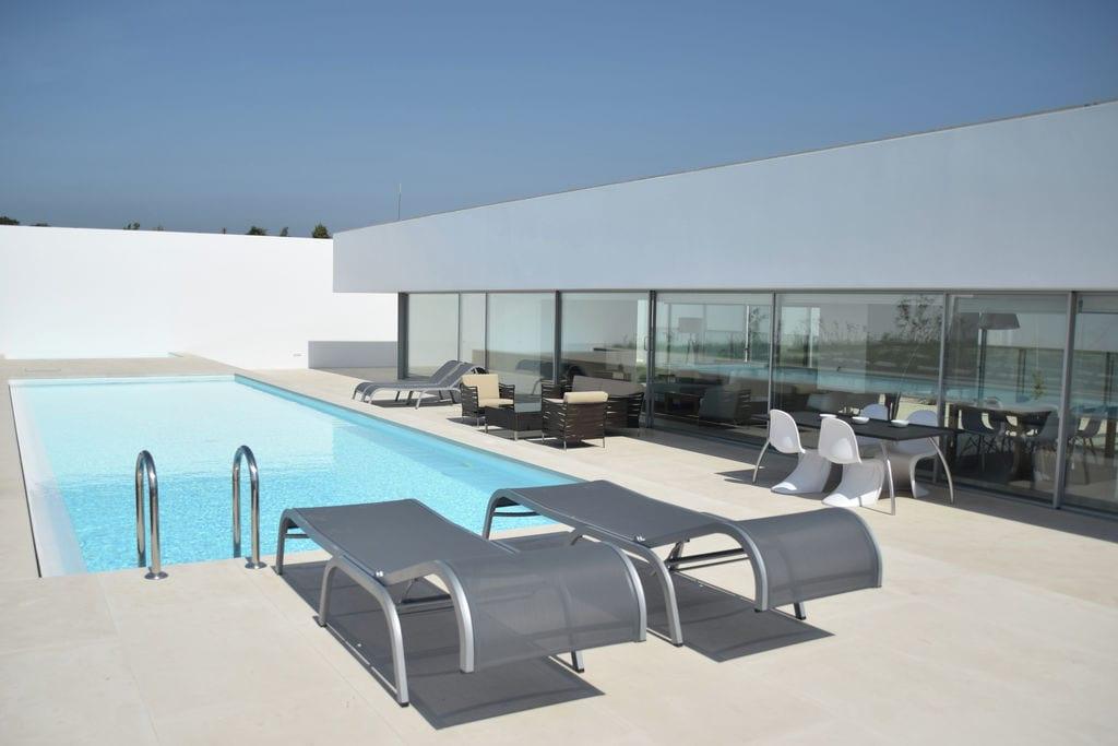 Villa huren in Lisboa - met zwembad nabij Strand met wifi met zwembad voor 8 personen  Wat een geweldig staaltje architec..