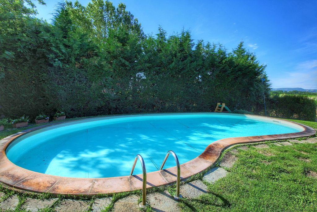Agriturismo met 2 appartementen, zwembad, tussen Montepulciano en Trasimeno meer - Boerderijvakanties.nl