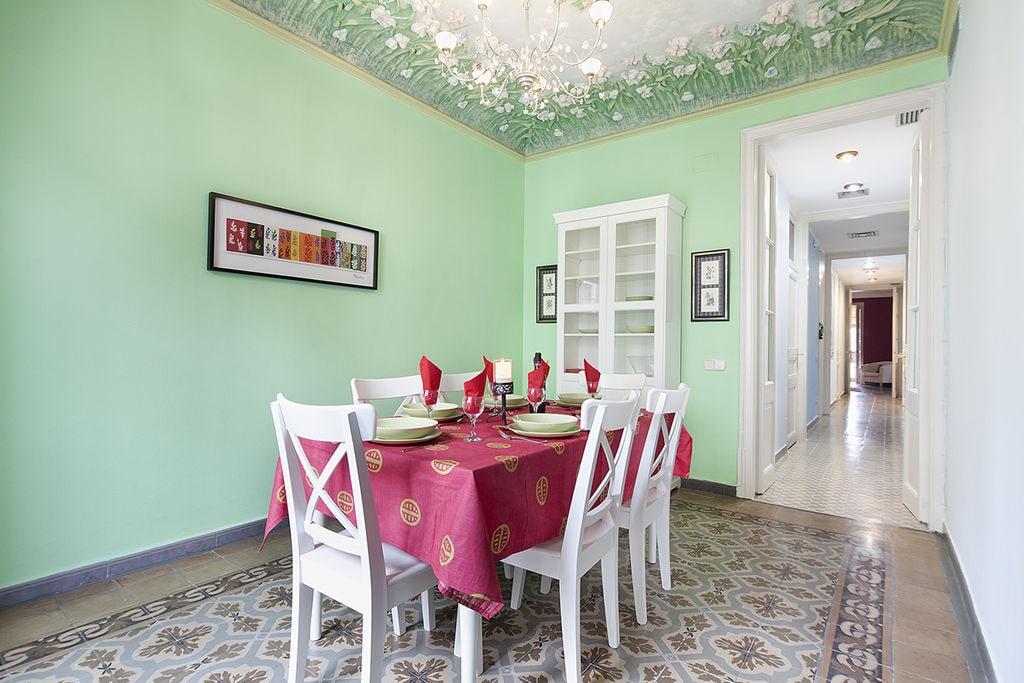 Villa huren in Costa de Barcelona -   met wifi  voor 7 personen  Uitnodigend appartement in het cen..
