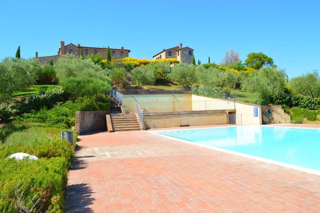 Asciano- Appartement met zwembad   te huur