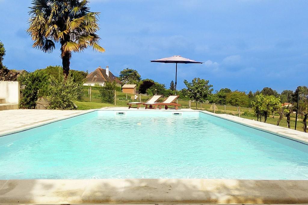 Vakantiehuis La Roche-Chalais 0 slaapkamers met zwembad  met wifi