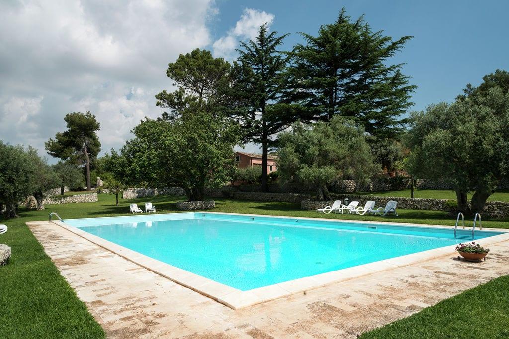 Contrada-Bibbia- Vakantiewoning met zwembad nabij Strand met wifi te huur