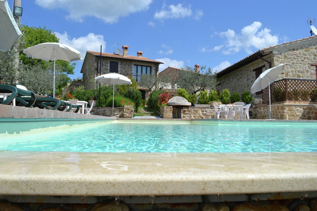 Collazzone- Vakantiewoning met zwembad  met wifi te huur