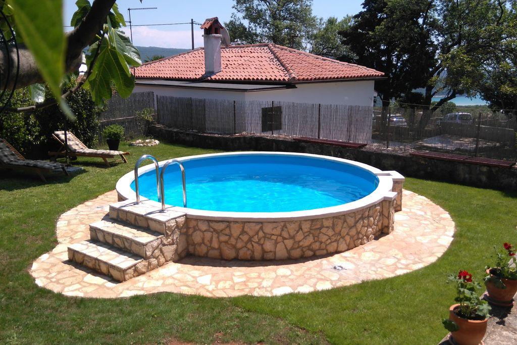 Comfortabel huis met zwembad en tuin, overdekte barbecue en een eethoek - Boerderijvakanties.nl