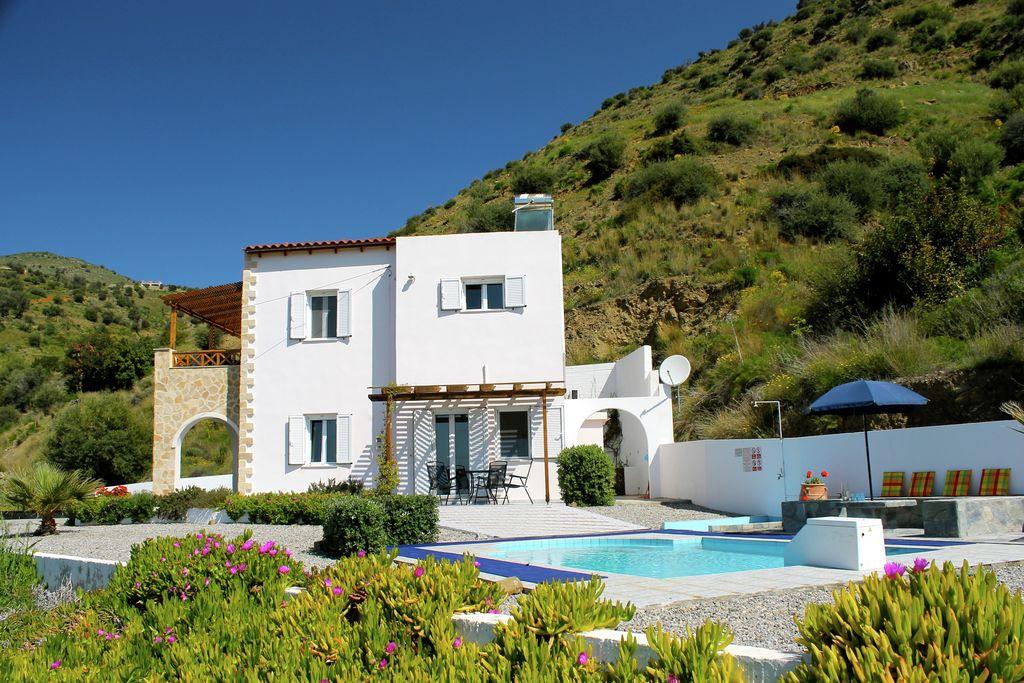 Idyllische villa op Kreta met uitzicht op de eilanden - Boerderijvakanties.nl