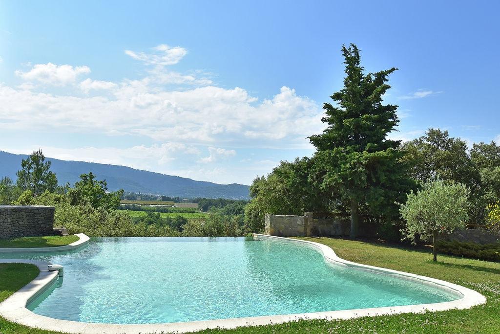 Privé infinity pool, prachtig uitzicht op de Mont Ventoux, een droomplek! - Boerderijvakanties.nl