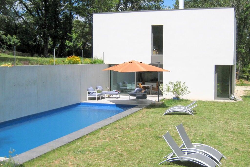 Moderne villa in Boissieres met prive zwembad - Boerderijvakanties.nl