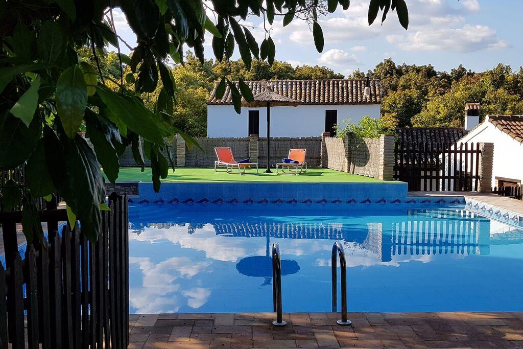 Authentiek vakantiehuis in Jimena de la Frontera met zwembad - Boerderijvakanties.nl