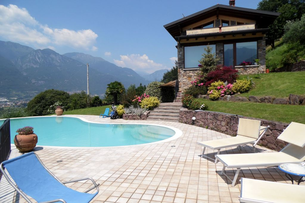 Pisogne- Villa met zwembad  met wifi te huur