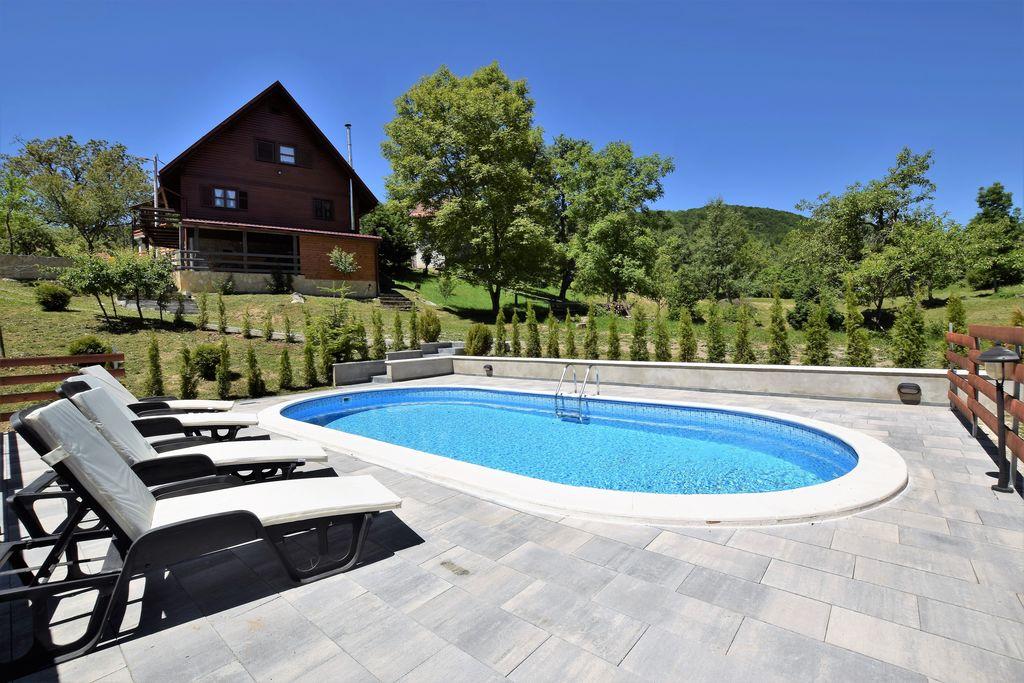 Vrijstaand vakantiehuis in Brod Moravice met privézwembad - Boerderijvakanties.nl