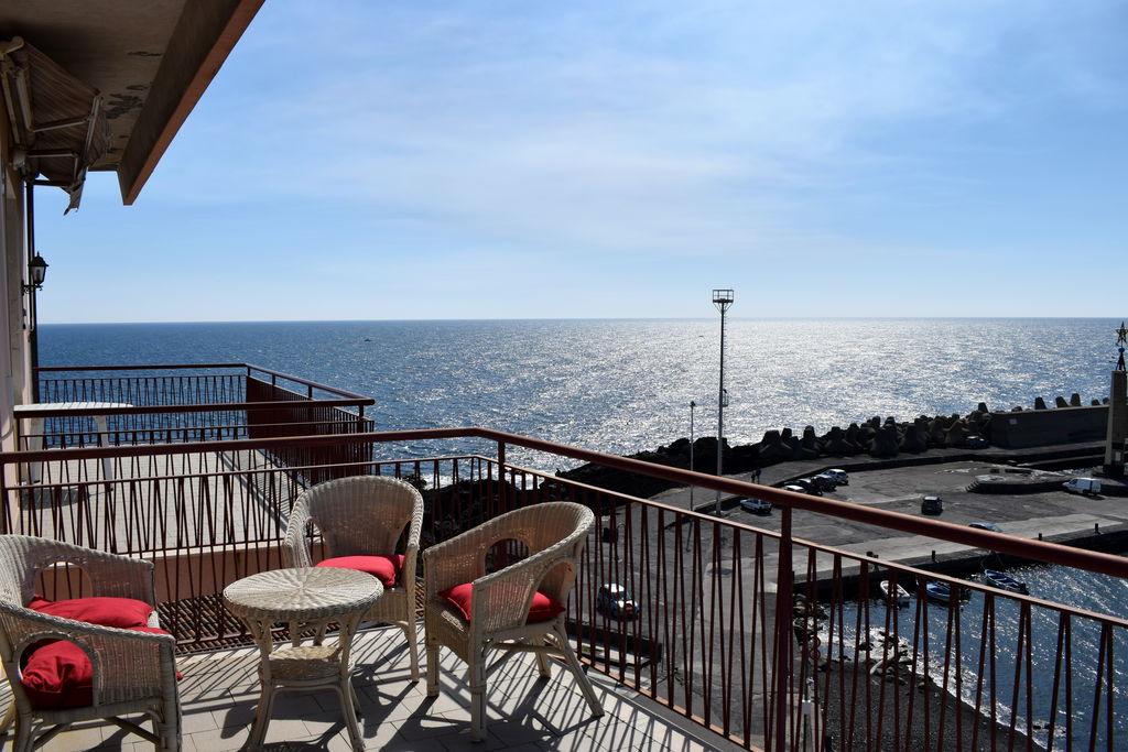 Vakantiewoning huren in Sicilia -  nabij Strand met wifi  voor 4 personen  Appartement met ruim balkon en lic..