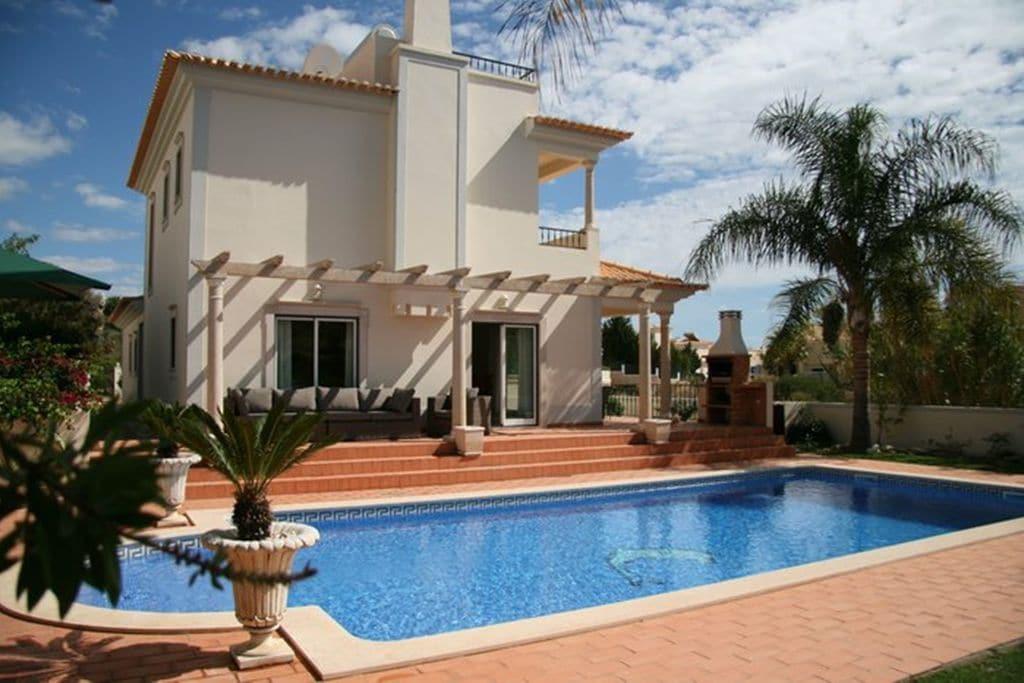 Vakantiewoning huren in Algarve -  nabij Strand met wifi  voor 8 personen  Zeer comfortabele 8-persoons villa..