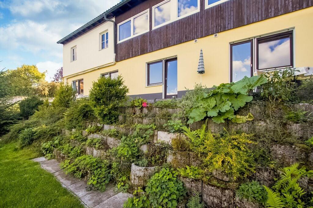 Knus appartement met terras en toegang tot de tuin in een rustige, bosrijke omgeving - Boerderijvakanties.nl