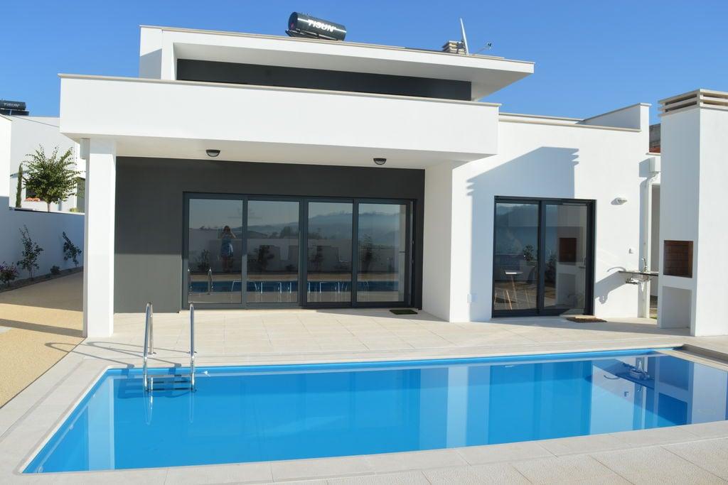 Famalicao- Vakantiewoning met zwembad  met wifi te huur